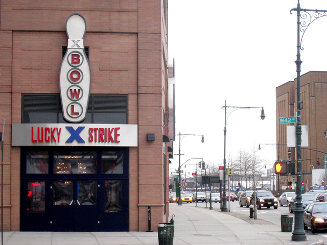 <p>Lucky Strike Lanes is just a stone&#39;s throw from the Hudson River.</p>