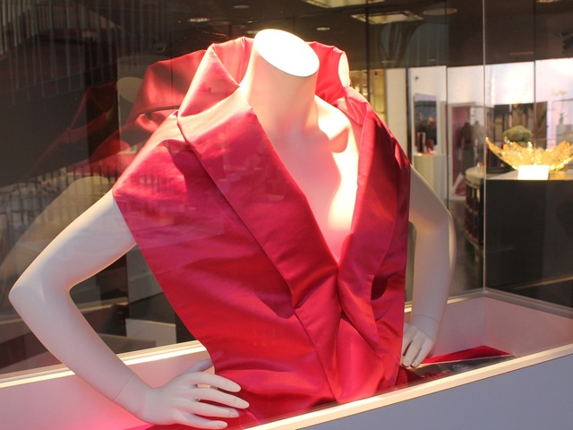<p>Marilyn Monroe wore this satin evening stole to the Oct. 1956 premiere of Arthur Miller&#39;s play &quot;A View From the Bridge,&quot; &nbsp;according to a placard at the SoHo exhibition.</p>