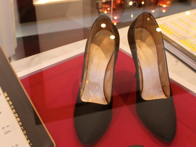 <p>These Saks Fifth Avenue stilettos, size 7.5, belonged to Marilyn Monroe.</p>