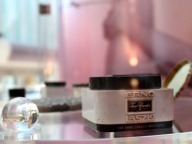 <p>This jar of Erno Laszlo&nbsp;face cream belonged to Marilyn Monroe.</p>