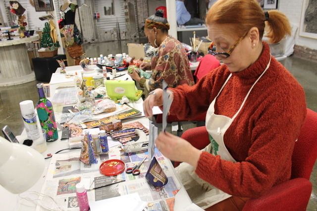 <p>Artisan Gladys Rosa Perez who teaches a technique of how to paint on plexiglass.</p>