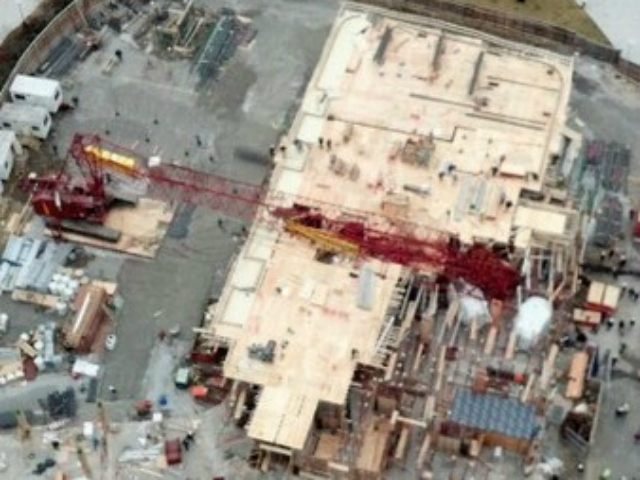 <p>A crane collapsed in Long Island City on Wednesday, Jan. 9, 2013.</p>