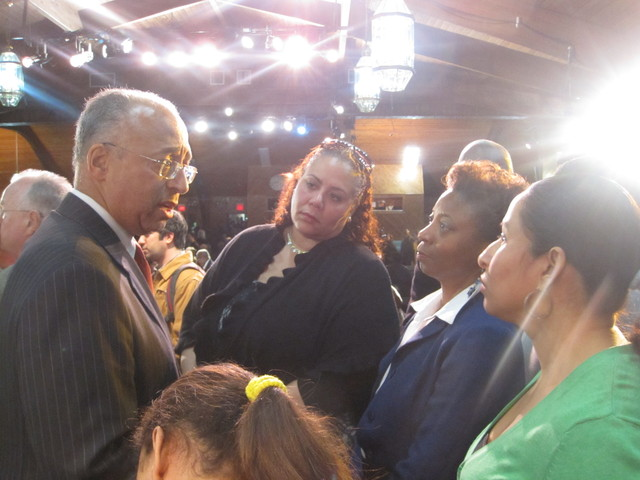 <p>Mayoral contender Bill Thompson talked to residents after the forum.</p>