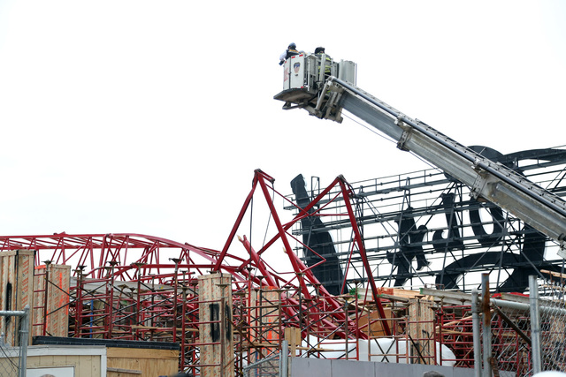 <p>The mangled remains of the crane at 46-10 Center Boulevard after it collapsed Jan. 9, 2013.</p>