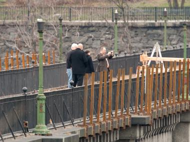 A man died after falling from the High Bridge, a footpath connecting Manhattan and The Bronx. The High Bridge is closed for repairs and is not accessible to the public. The man is believed to have been a worker on the bridge.