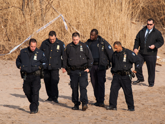 <p>Cops comb the beach in search of more evidence in the death of 14-year-old Shaniesha Forbes Jan. 8, 2013.</p>