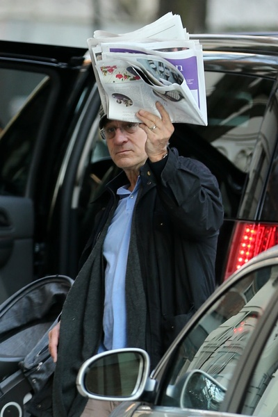 <p>Robert De Niro returning to his apartment on Sunday, January 6, 2013.&nbsp;</p>