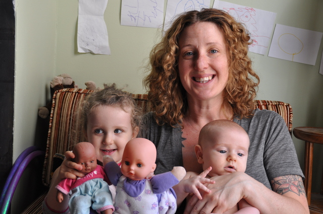 <p>Samantha Huggins held her 2 children on the couch of her living room, where both of them were born. Her experience inspired her to start a local pregnancy support business and she is planning to become a midwife.</p>