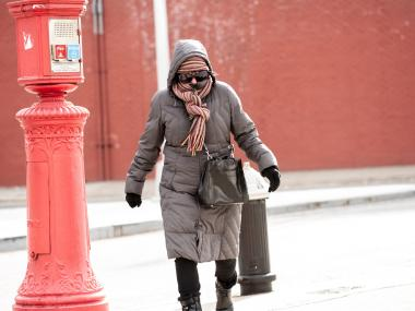 This lady leaves nothing to chance as she strolls the street in DUMBO.