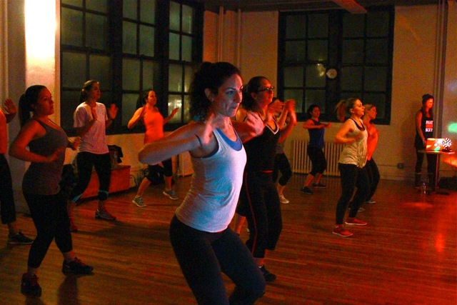 <p>305 Fitness tries to recreate a club-like atmosphere by bringing together a non-stop cardio workout inspired by familiar dance moves, with live DJs and strobe lights.</p>