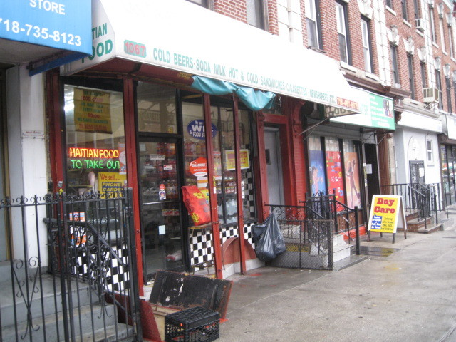 <p>Police say the basement of this Prospect-Lefferts Gardens grocery store acted as an illegal gambling den in July, taking horse-racing bets.</p>