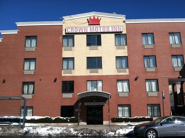 <p>The Crown Motor Inn in Elmhurst, where a 54-year-old man was found dead Feb. 9, 2013.</p>