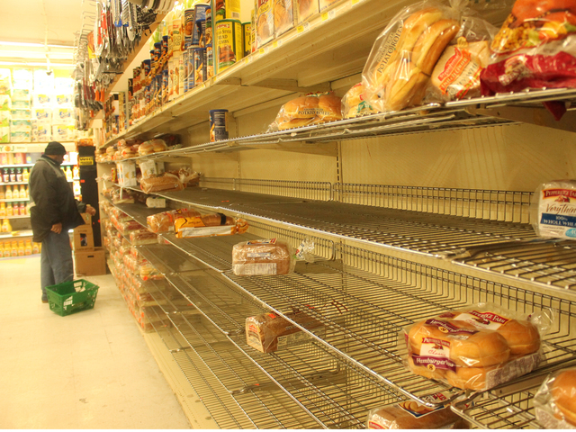 <p>Customers cleaned out bread shelves at a Fine Fare on Broadway in Inwood.</p>