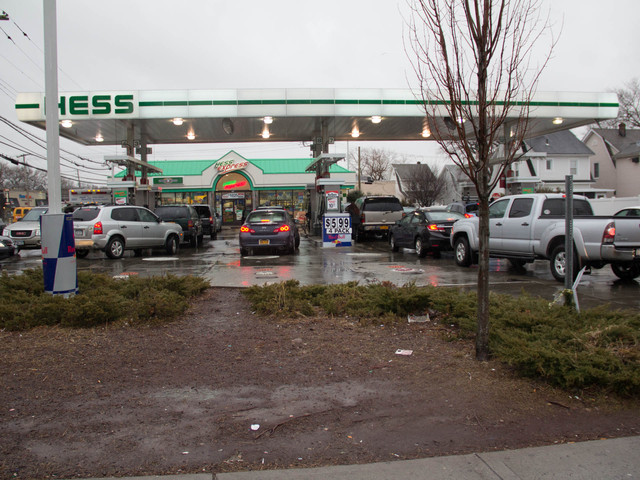 <p>Cars packed the Hess gas station on Hylan Boulevard as residents tried to fill up their tanks before Winter Storm Nemo hit Feb. 8, 2013.</p>