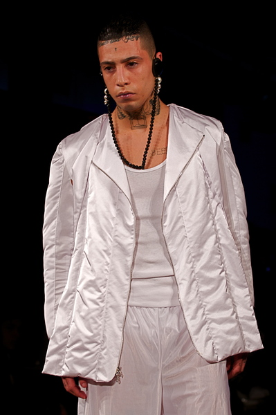 <p>Light round neck puffer jacket paired with basketball shorts</p>