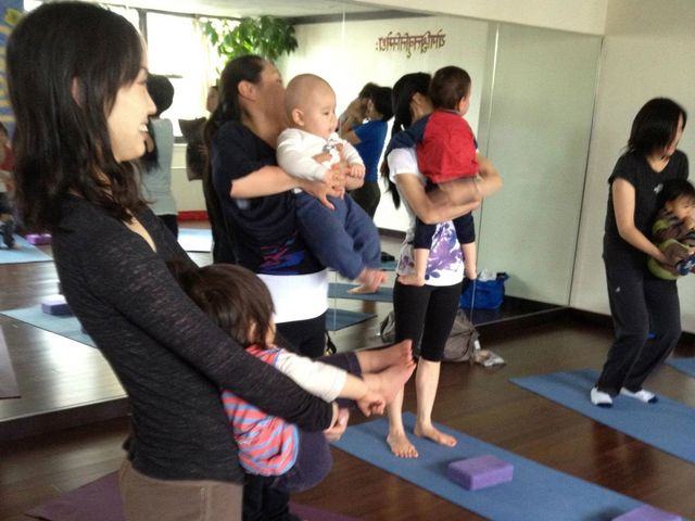 <p>&lsquo;Mommy and Me&rsquo; program allows new moms to bond with their babies through yoga.</p>
