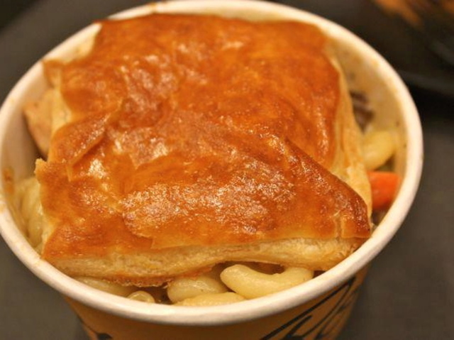 <p>Turkey pot pie mac n cheese at The Elbow Room, which is opening a location at 229 Flatbush Ave.</p>