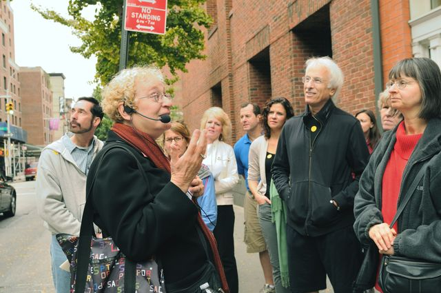 <p>Joyce Gold gives a walking tour in Manhattan</p>