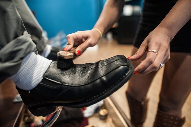 Как очистить обувь