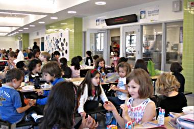 A crowded lunch room at P.S. 276 in Battery Park City.
