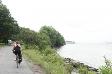 The Hudson River Greenway is a popular route for cyclists looking to ride between nothern Manhattan and Midtown.