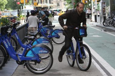 A review of data shows very few low-income New Yorkers have purchased annual Citi Bike memberships.