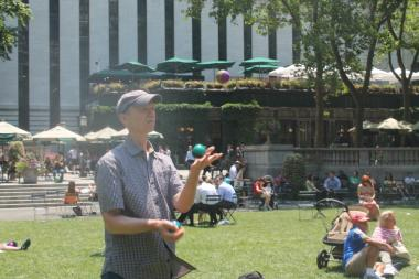Free daily juggling lessons in Bryant Park.