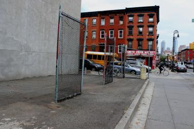 Local officials and residents are eyeing an unused lot on Smith Street as a location for Citi Bike in Carroll Gardens.