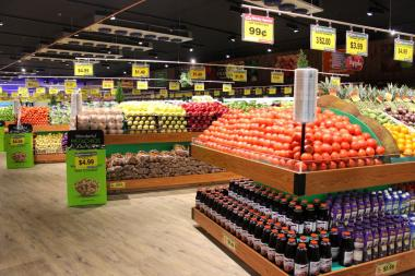 The new food store debuted Thursday at the site of a former Pathmark at 42-02 Northern Blvd.