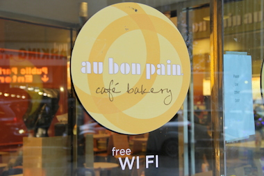 Au Bon Pain advertises free Wi-Fi for customers.