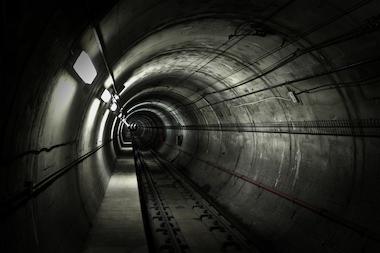 Man Chases Mugger Through Subway Tunnel To Retrieve 94