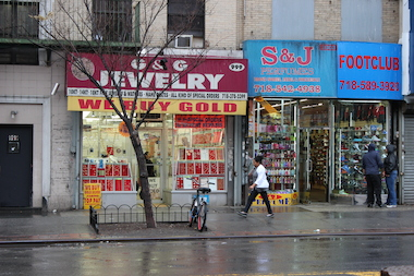 G+G Jewelry in the South Bronx dealt with its first armed robbery on Sunday almost 20 years after opening.
