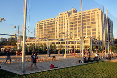 Pier 6 at Brooklyn Bridge Park has volleyball courts, a dog run and playgrounds.