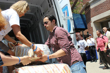 Just months after a state investigation found that a consultant bilked the Puerto Rican Day Parade out of more than $1 million in donations that should have been used to benefit the community, the organization has turned over a new leaf, says City Council Speaker Melissa Mark-Viverito. A 5,000 pound food donation by parade sponsor Goya Foods to food pantries in East Harlem is one of the ways the organization is looking to show it has changed following the scandal.