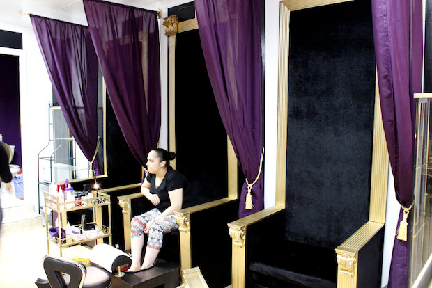 Nail salon complete with pedicure 39 thrones 39 offers a royal for 24 hour nail salon queens ny