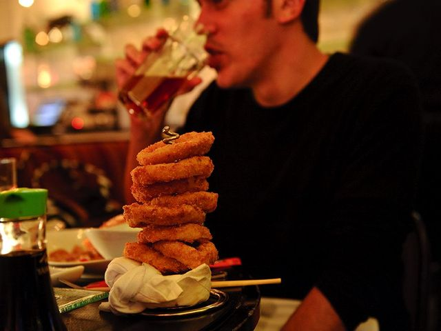 <p>A huge stack of onion rings at 5 Napkin Burger.</p>