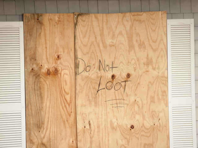 <p>One home owner begs people not to loot on Wednesday October 31st, 2012.</p>