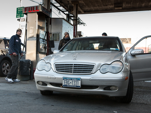 <p>Drivers with odd license plates line up for gas in Long Island, Queens on Nov. 9th, 2012.</p>