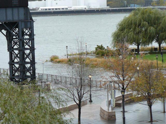 <p>Sections of a Long Island City park were flooded Monday October 29, 2012.&nbsp;</p>