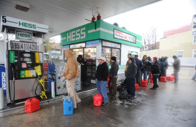 <p>A line of people took their gas cans to the Hess station on Metropolitan and Bushwick&nbsp;avenues in Williamsburg.</p>
