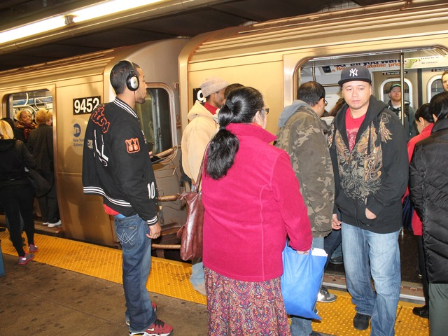<p>The subways were packed on the first day that service resumed on November 1, 2012, since Hurricane Sandy.</p>