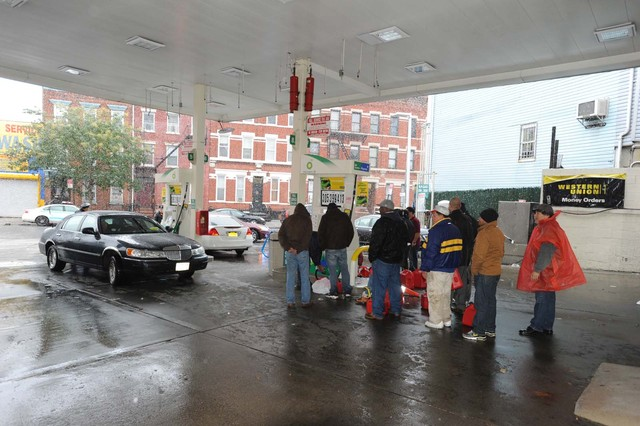 <p>People waited on line for gas under the shelter of a BP canopy on Union Avenue and South Fourth Street, as snow fell in Williamsburg on Wednesday.</p>