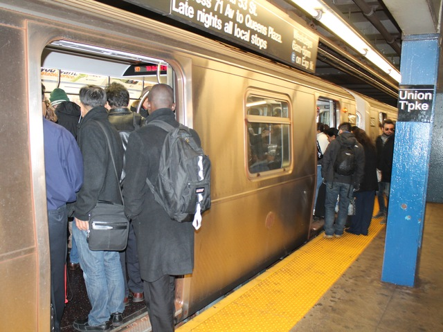 <p>Commuters packed into the subways at the Union Turnpike station in Kew Gardens, Queens on November 1, 2012, on the first day that the city resumed subway service since Hurricane Sandy hit.</p>