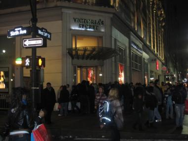 A line gathers outside Victoria's Secret the morning of Black Friday.