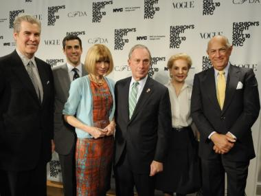 Mayor Michael Bloomberg joins Terry Lundgren of Macy's, Jim Gold of Bergdorf Goodman, Anna Wintour of Vogue, deisgner Carolina Herrera and designer, Oscar de la Renta at Fashion's Night Out, Fall 2009.