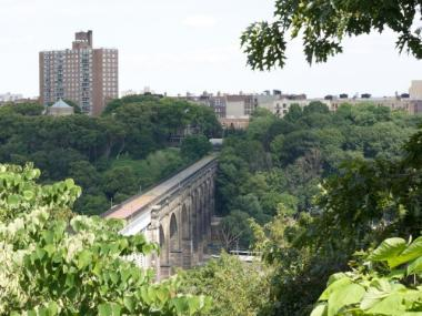 The High Bridge connects High Bridge Park in Washington Heights with the Bronx.