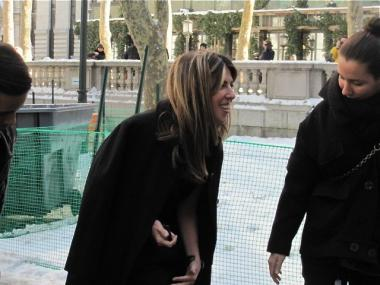 Nina Garcia brushes off her knee after falling in Bryant Park.
