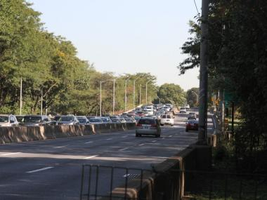 Traffic was heavy on the Henry Hudson Parkway near where the traffic agent was clipped Tuesday morning.