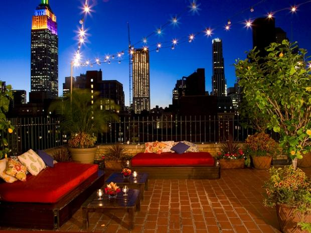 Top 10 unpretentious rooftop bars in manhattan manhattan for Hippest hotels in nyc