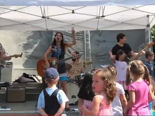 Kids music crowd pleaser Audra Rox gets the kid crowd rockin' at Madison Square Park.